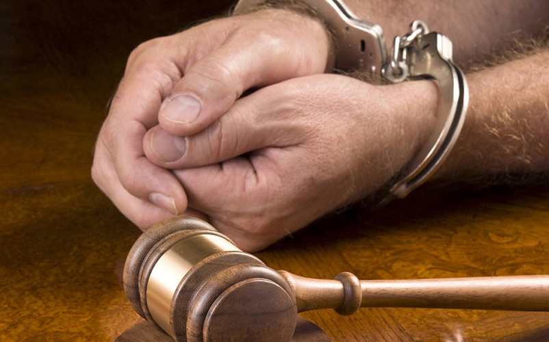 handcuffs & hammer Image